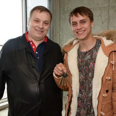 Андрей Разин подарил квартиру в Сочи сироте